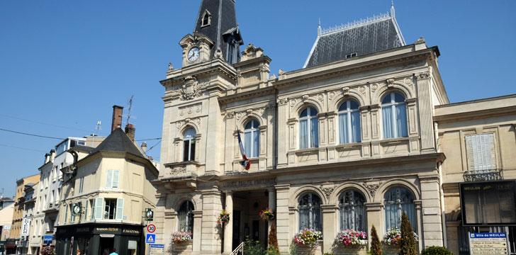 La mairie de meulan en yvelines 78250 yvelines le for Piscine de meulan