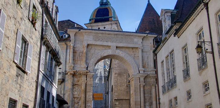 Que visiter besan on la vieille ville la cath drale saint jean la citadelle - Piscine eau noire besancon ...