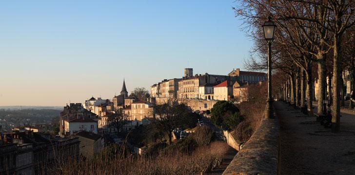 Que visiter angoul me la ville haute la cath drale saint pierre la cit - Que visiter a angouleme ...