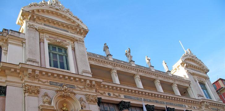 La façade de l'entrée de l'Opéra de Nice